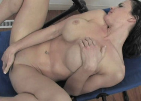 Brooke Shine fingers her sweet pussy