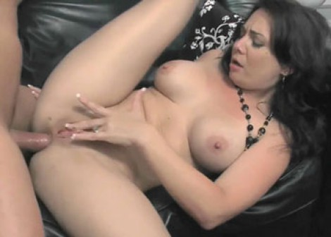 Petite MILF Holly takes it in the ass